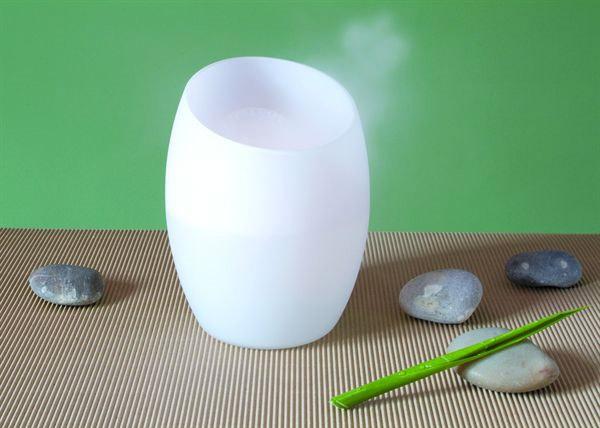diffuseur d 39 huiles essentielles forme vase en verre avec variation de couleurs led. Black Bedroom Furniture Sets. Home Design Ideas