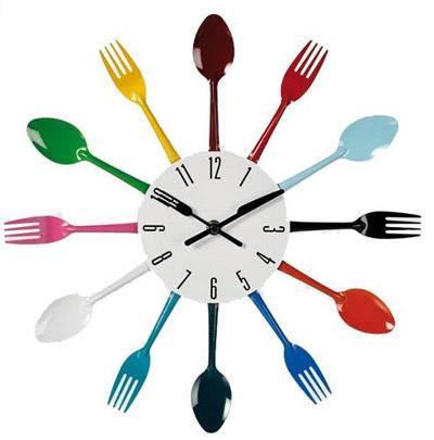 Horloge couverts multicolore un cadeau pour la cuisine for Horloge couvert