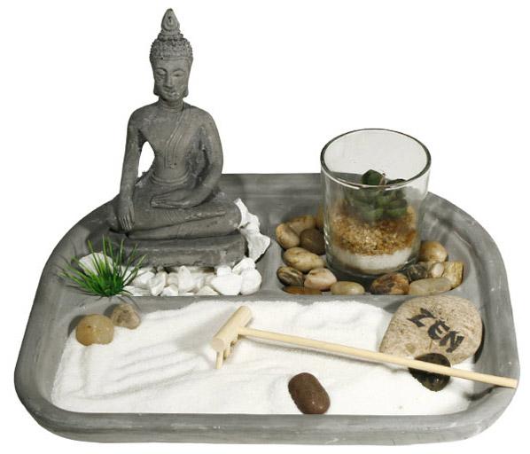 jardin zen bouddha avec bougie rateau galets