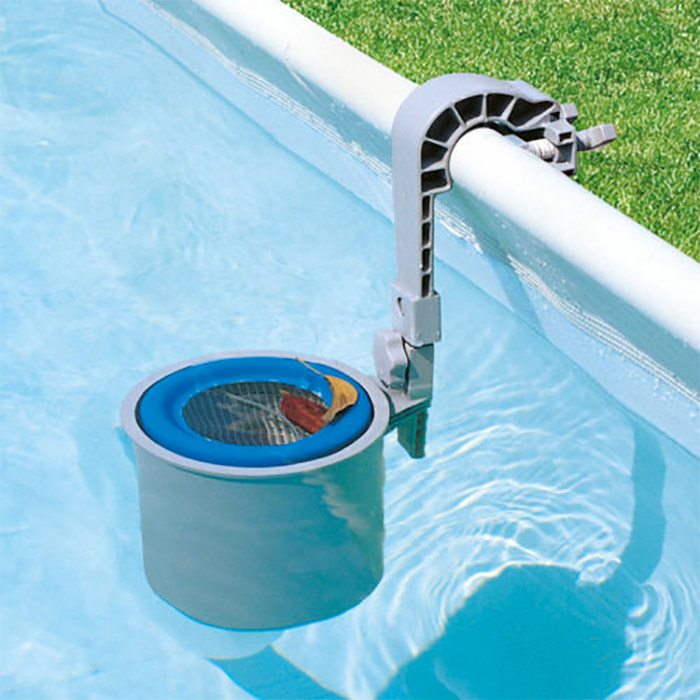 Skimmer de piscine pour filtrer les impuret s for Piscine miroir avec skimmer
